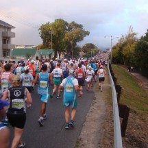 And the stream of runners continues as far as the eye can see.