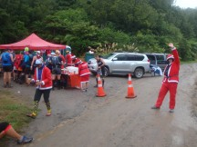 A jingle-jolly water point before heading back into the forest for more muddy trails.