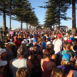 The start banner up ahead and a sea of runners/walkers.