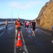 An entertaining marshal at the 10km turn-around point.